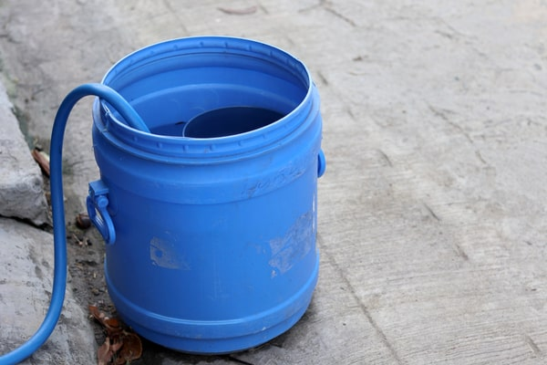 Hose to Rubber Water Bucket